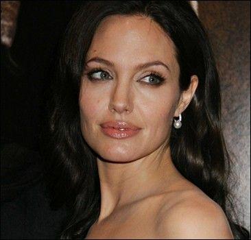 Новость на WellNews: Голливуд потеряет Анжелину Джоли?