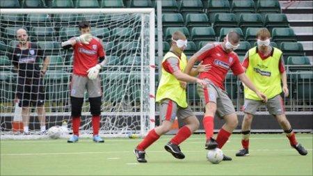Как слепые люди так хорошо играют в футбол?
