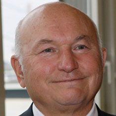 Мэр Москвы готовит иски к газетам и телеканалам