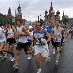 Центр Москвы захватили бегуны