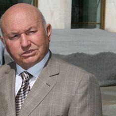Лужков обжалует отставку в суде