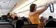 Танцующих стюардесс можно увидеть на рейсах авиакомпании Cebu Pacific Airlines
