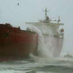 В Черном море тонет корабль с россиянами