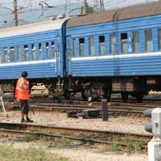 Поезд протаранил автобус на Украине: 37 погибших