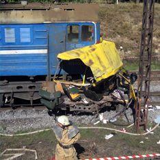 Поезд раздавил автобус на Украине: 41 погибший