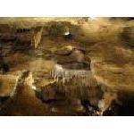Чехия: туристов приглашают в пещеру с фонариками