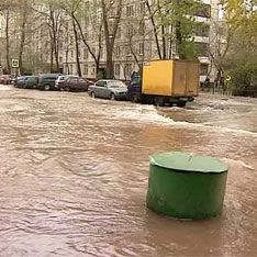 Из дыры на северо-востоке Москвы откачали воду