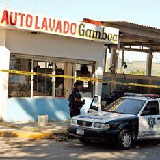 Наркоторговцы расстреляли 15 человек на автомойке