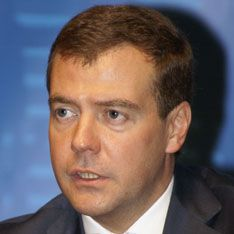 Медведев догнал Путина благодаря отставке Лужкова