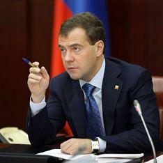 Медведев запретил трогать митингующих