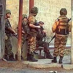 В Буйнакске взяли штурмом дом с боевиками