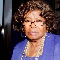 Мать Джексона подала в суд на его продюсеров