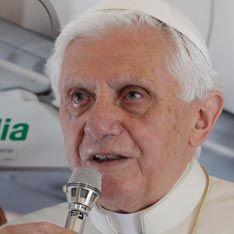 Папа Римский прилетел к злым англосаксам