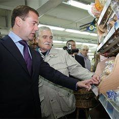 Продуктовый рейд Медведева продолжился в Мурманске