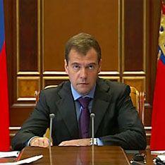 Медведев поделил страну на военные округа