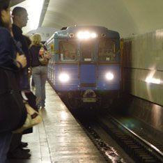 В метро из-за дыма встали поезда