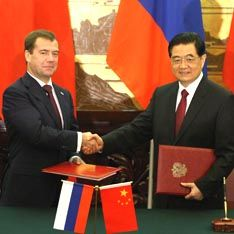 Китайский дракон заглатывает Россию