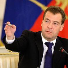 Медведев отправил россиян мести дворы