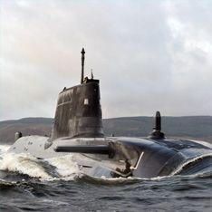 Суперсовременная ядерная подлодка застряла у берега