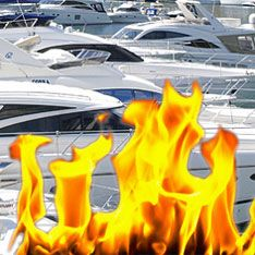 В центре Петербурга сгорел яхт-клуб