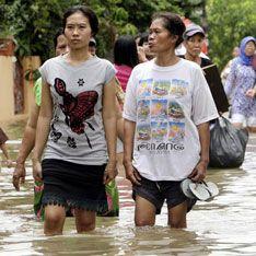 В Индонезии вслед за цунами проснулся вулкан