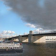 В Петербурге сухогруз протаранил мост