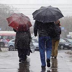 В Москву пришла хмурая и снежная пятница