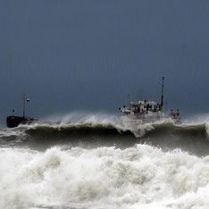 В Охотском море терпит бедствие танкер