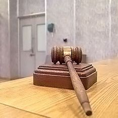 Самарские бунтовщики вскрыли вены в суде