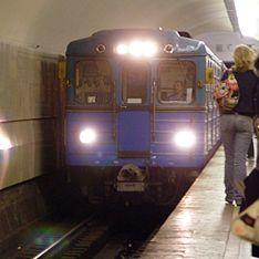 """Белоруса поезд сбил на """"Белорусской"""""""