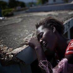 """Гаитяне забросали камнями """"источник холеры"""""""